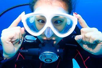 メガネやコンタクトを着用してダイビングはできるの?